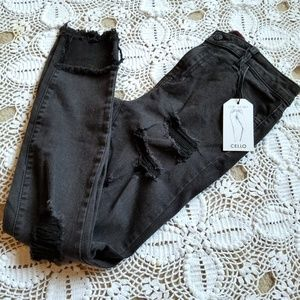 Denim - NWT Cropped skinny jeans